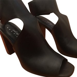 e721dac14139 Women s Lord   Taylor Shoes - Up to 90% off at Tradesy