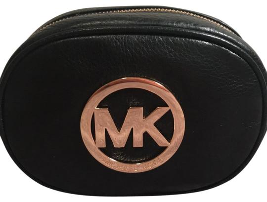 Preload https://img-static.tradesy.com/item/24597680/michael-kors-collection-mk-coin-purse-makeup-black-and-gold-leather-wristlet-0-1-540-540.jpg