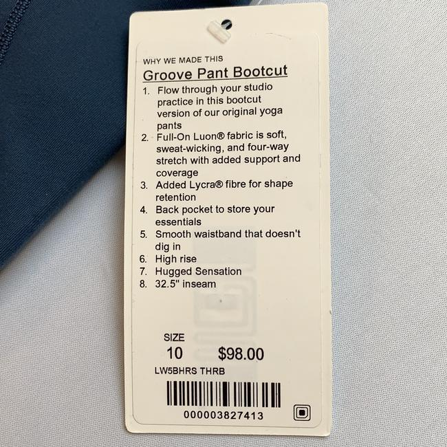 Lululemon 2018 Groove Pant Bootcut. Full-On Luon sweat-wicking, four-way stretch with added support and coverage. Back pocket, hugged fit with extra Lycra support.