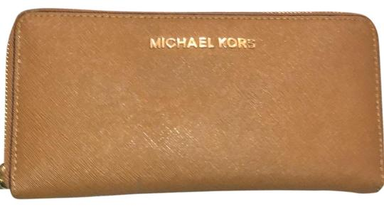 Preload https://img-static.tradesy.com/item/24597883/michael-kors-tan-wallet-0-1-540-540.jpg