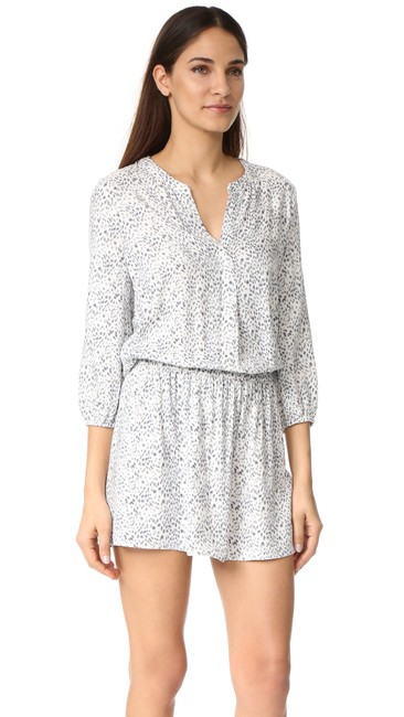 Preload https://img-static.tradesy.com/item/24599299/soft-joie-white-gray-capriana-short-casual-dress-size-2-xs-0-0-650-650.jpg