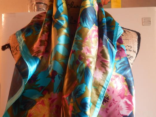 Other NEW GORGEOUS MULTI COLOR POLYESTER SCARF 35X35 new no tags Image 4