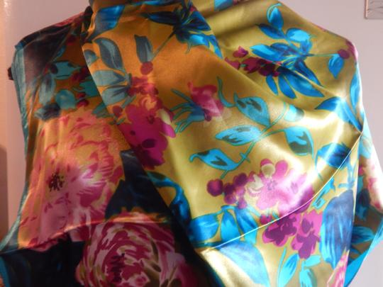 Other NEW GORGEOUS MULTI COLOR POLYESTER SCARF 35X35 new no tags Image 3