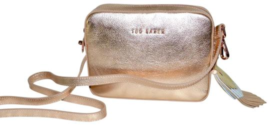 Preload https://img-static.tradesy.com/item/24599555/ted-baker-darwin-rose-gold-leather-cross-body-bag-0-2-540-540.jpg
