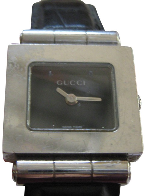 Item - Silver/Black Dial Timeless Women's Dress Model Swiss Accurate Time Watch