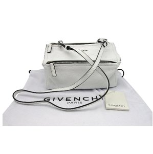 73d6c36c1d9 Givenchy Bags on Sale - Up to 70% off at Tradesy