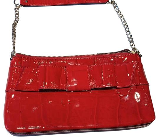 Preload https://img-static.tradesy.com/item/24602736/kate-spade-with-bow-detail-front-gold-chain-red-leather-on-outside-and-monogram-polyester-inside-sho-0-1-540-540.jpg