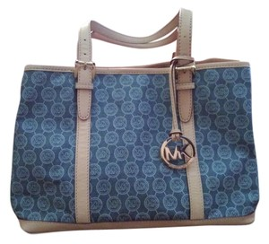 Michael Kors Tote in signature blue/light tan trim