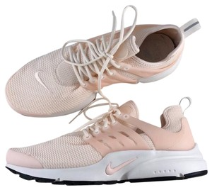 new style 385f6 80f5a Women s Nike Shoes - Up to 90% off at Tradesy