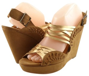 Twelfth St. by Cynthia Vincent Gold Brown Wedges