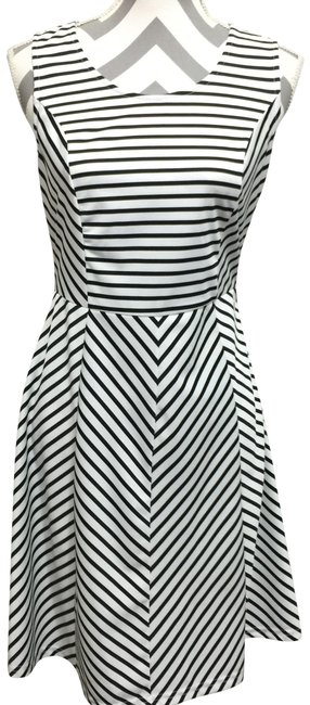 Preload https://img-static.tradesy.com/item/24607097/pixley-black-and-white-striped-sleeveless-short-casual-dress-size-8-m-0-1-650-650.jpg