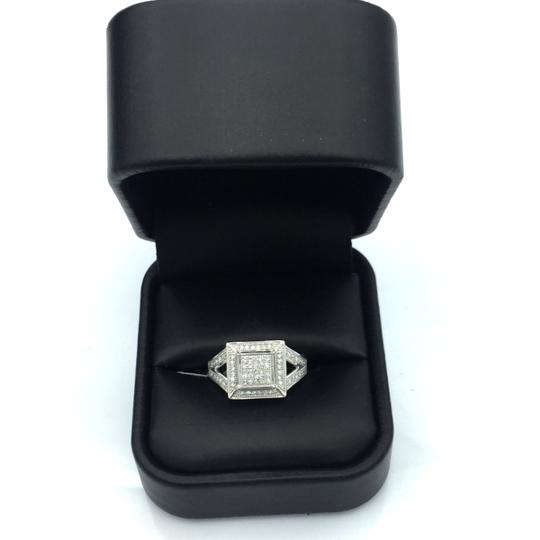 other squared diamond ring Image 2