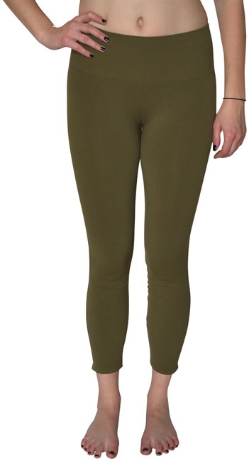 Preload https://img-static.tradesy.com/item/24607669/free-people-moss-barely-there-activewear-bottoms-size-2-xs-26-0-1-650-650.jpg
