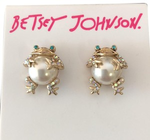 Betsey Johnson Pearl Frogs Studs