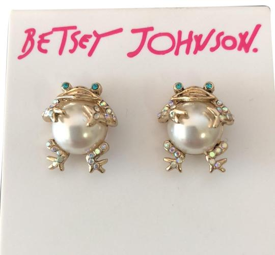 Preload https://img-static.tradesy.com/item/24607780/betsey-johnson-gold-pearl-frogs-studs-earrings-0-1-540-540.jpg