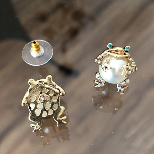 Betsey Johnson Pearl Frogs Studs Image 3