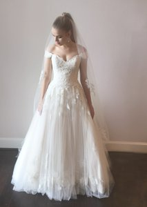 Essense of Australia Ivory/Gold Lace Tulle D1919 Formal Wedding Dress Size 14 (L)
