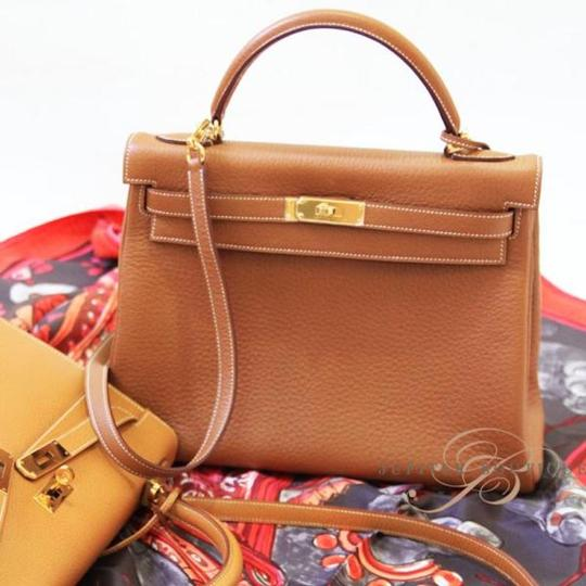 Hermès Kelly Classic Style Satchel in Gold Image 1
