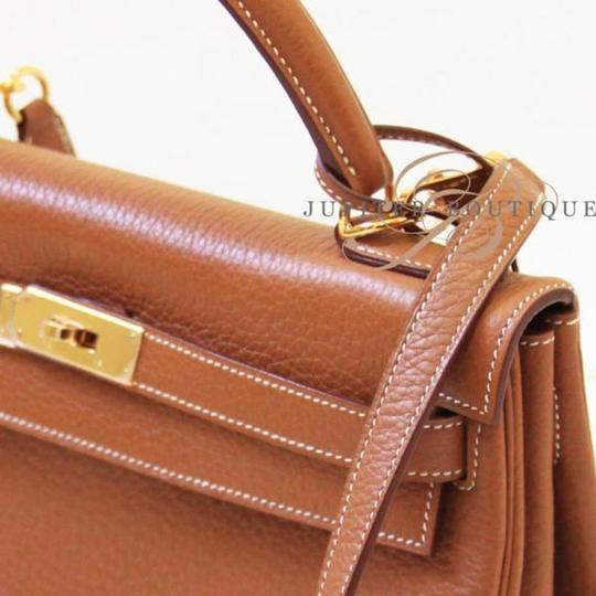 Hermès Kelly Classic Style Satchel in Gold Image 2