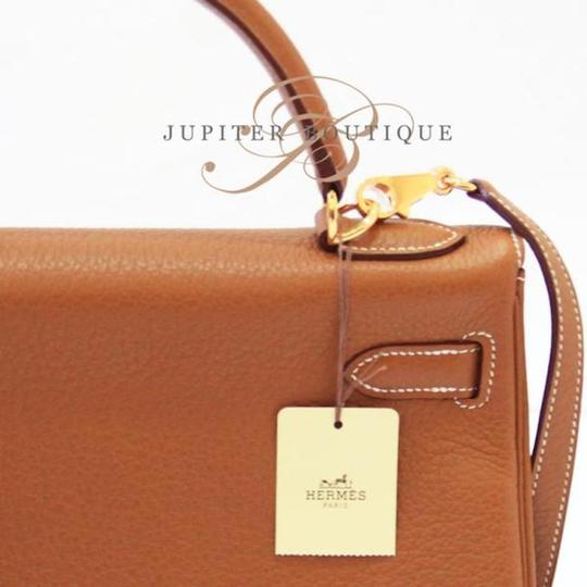Hermès Kelly Classic Style Satchel in Gold Image 5