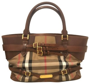 Burberry Tote in Brown, black, red