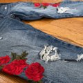 Levi's Blue Red Distressed 501 Tapered Button Fly Capri/Cropped Jeans Size 0 (XS, 25) Levi's Blue Red Distressed 501 Tapered Button Fly Capri/Cropped Jeans Size 0 (XS, 25) Image 3