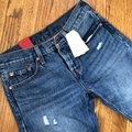 Levi's Blue Red Distressed 501 Tapered Button Fly Capri/Cropped Jeans Size 0 (XS, 25) Levi's Blue Red Distressed 501 Tapered Button Fly Capri/Cropped Jeans Size 0 (XS, 25) Image 4