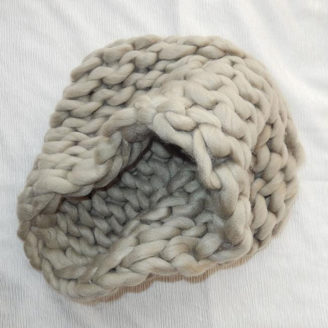 Unbranded Beige Chunky Chained Cable Knitted Infinity Scarf/Wrap Unbranded Beige Chunky Chained Cable Knitted Infinity Scarf/Wrap Image 2