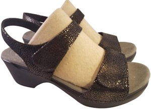Dansko Sonnet Woman Textured Leather Size 40 Brown/BLACK Sandals