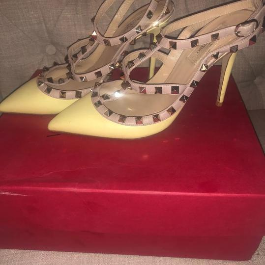 Valentino yellow Pumps