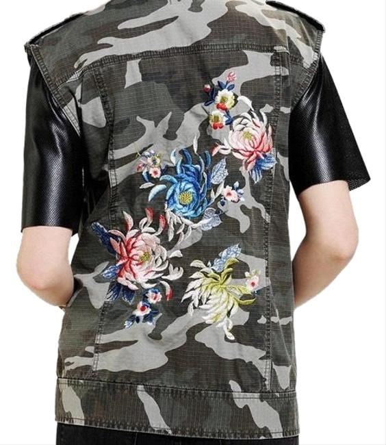 Preload https://img-static.tradesy.com/item/24618439/silence-noise-camo-embroidered-vest-size-4-s-0-1-650-650.jpg