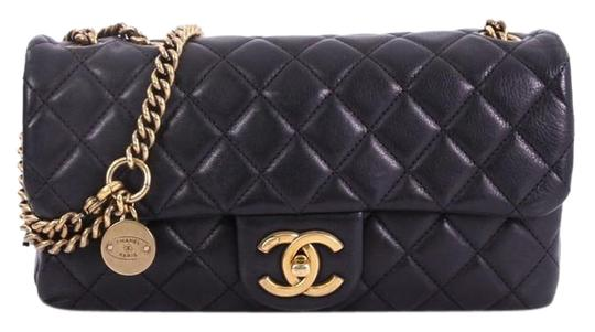 Preload https://img-static.tradesy.com/item/24619373/chanel-classic-flap-cc-crown-quilted-small-black-leather-shoulder-bag-0-1-540-540.jpg