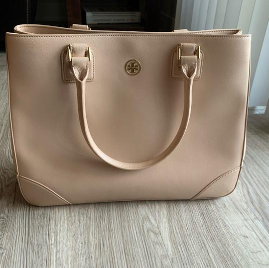 Tory Burch Leather Saffiano Tote in Light Pink Image 11