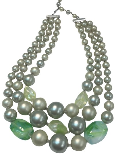 Preload https://img-static.tradesy.com/item/24622274/green-multi-strand-beaded-necklace-0-1-540-540.jpg