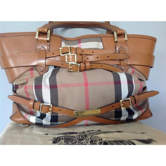 Burberry Tote in brown Image 2