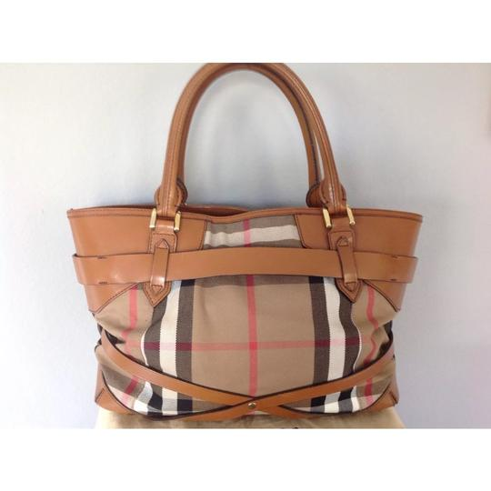 Burberry Tote in brown Image 3