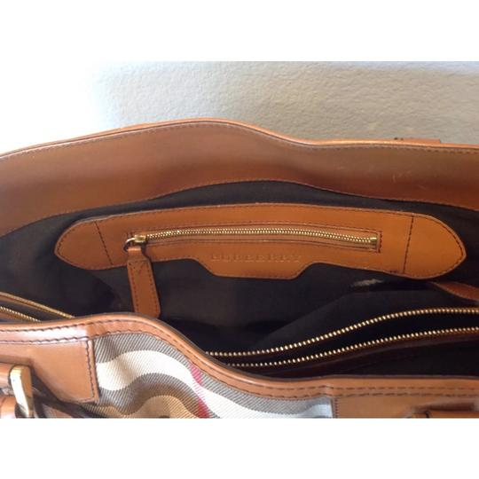 Burberry Tote in brown Image 4