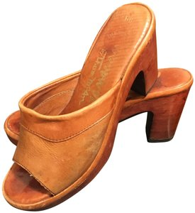 Thom McAn Leather Vintage Imported Tan Mules