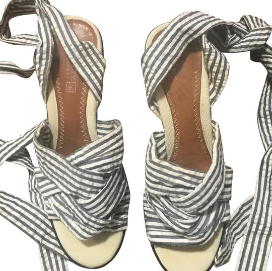 Preload https://img-static.tradesy.com/item/24623474/sperry-blue-and-white-stripes-lace-up-wedges-size-us-75-regular-m-b-0-1-540-540.jpg