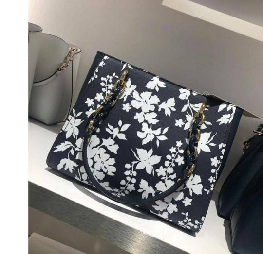 Michael Kors Medium Chain Md Ns Tote navy blue floral Messenger Bag Image 2