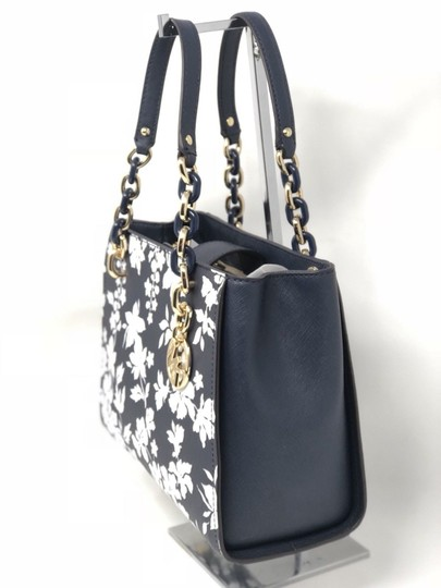 Michael Kors Medium Chain Md Ns Tote navy blue floral Messenger Bag Image 3