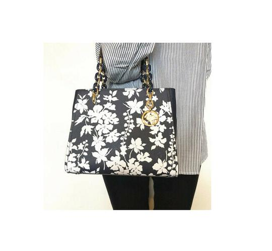 Michael Kors Medium Chain Md Ns Tote navy blue floral Messenger Bag Image 8