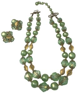 Vintage vintage gold green crystal bead necklace & earrings