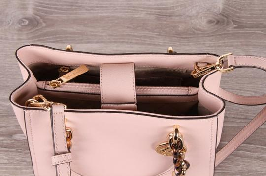 Michael Kors Medium Chain Md Ns Tote in pink Image 2