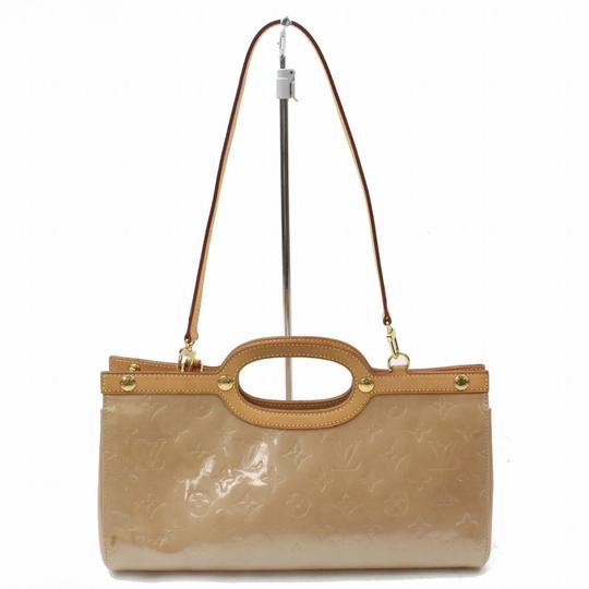 Preload https://img-static.tradesy.com/item/24623598/louis-vuitton-roxbury-monogram-vernis-noisette-drive-2way-869583-beige-patent-leather-tote-0-0-540-540.jpg