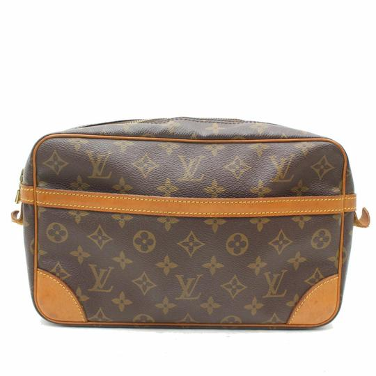 Preload https://img-static.tradesy.com/item/24623658/louis-vuitton-compiegne-monogram-cosmetic-zip-pouch-869591-brown-coated-canvas-clutch-0-0-540-540.jpg