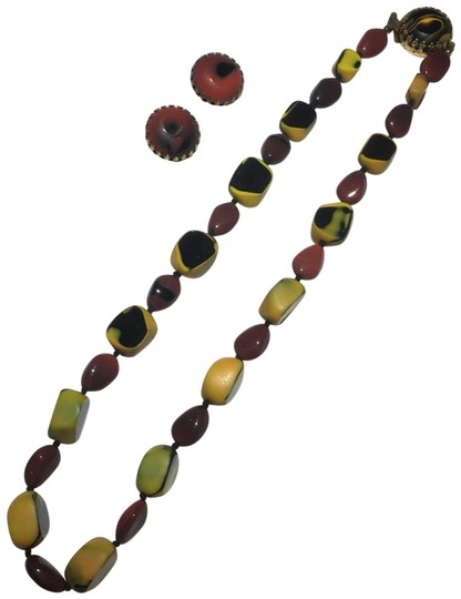 Preload https://img-static.tradesy.com/item/24624065/gold-glass-beaded-necklace-and-earrings-0-1-540-540.jpg