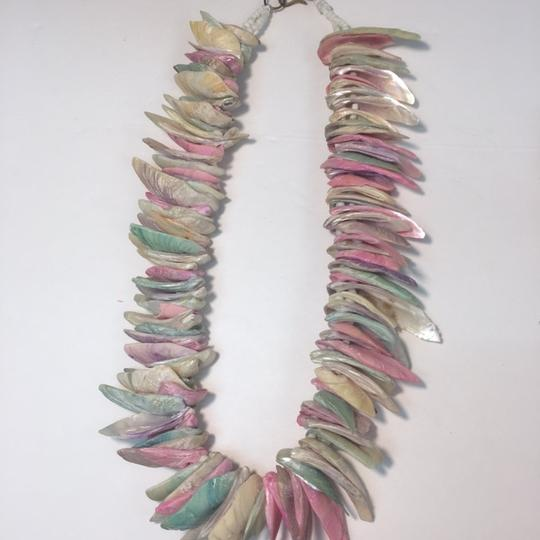 Vintage Vintage and colorful shell necklace Image 3