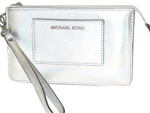 Michael Kors Leather 191935096173 Wristlet in Silver