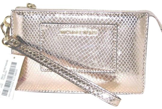 Preload https://img-static.tradesy.com/item/24624313/michael-kors-small-gusset-pocket-embossed-soft-pink-leather-wristlet-0-1-540-540.jpg